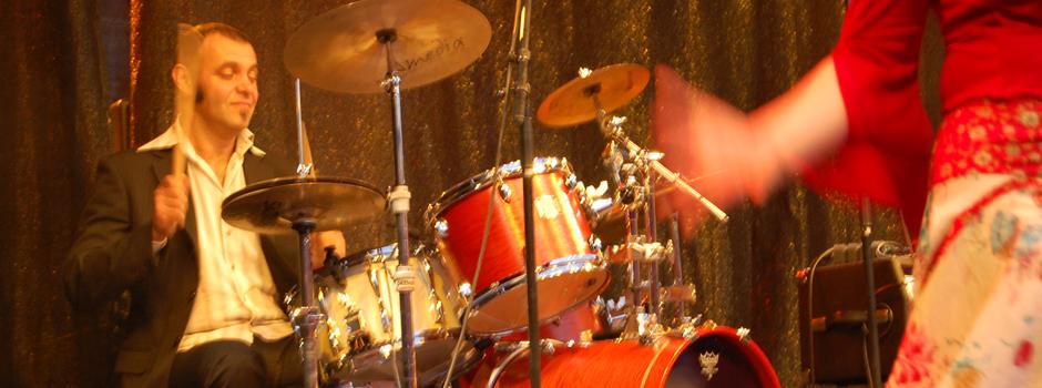 Schlagzeugspielen und Trommeln bei Marius Todor