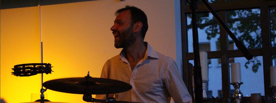 Schlagzeugspielen und Trommeln für JACOB